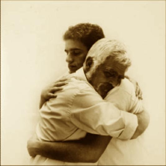 Dios nos quiere al alcance de un abrazo...