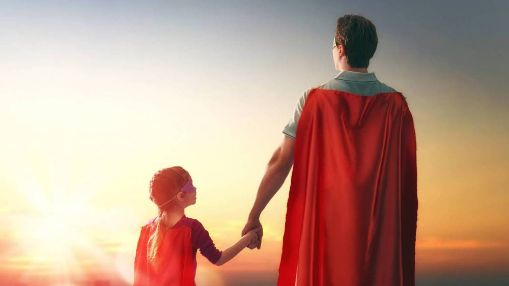 imagen padre e hija superhéroes